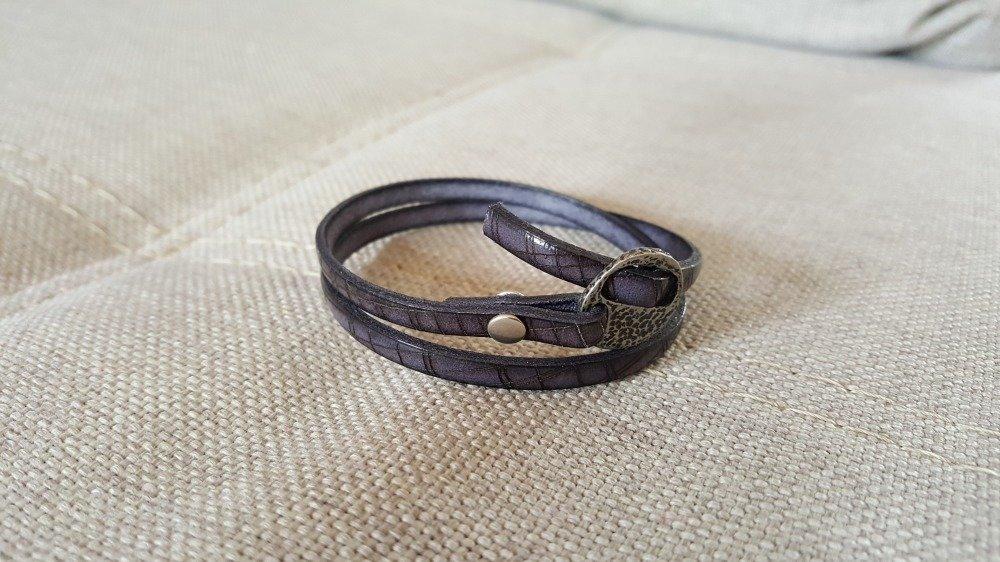 Bracelet en cuir gravé gris foncé fermoir passant argent