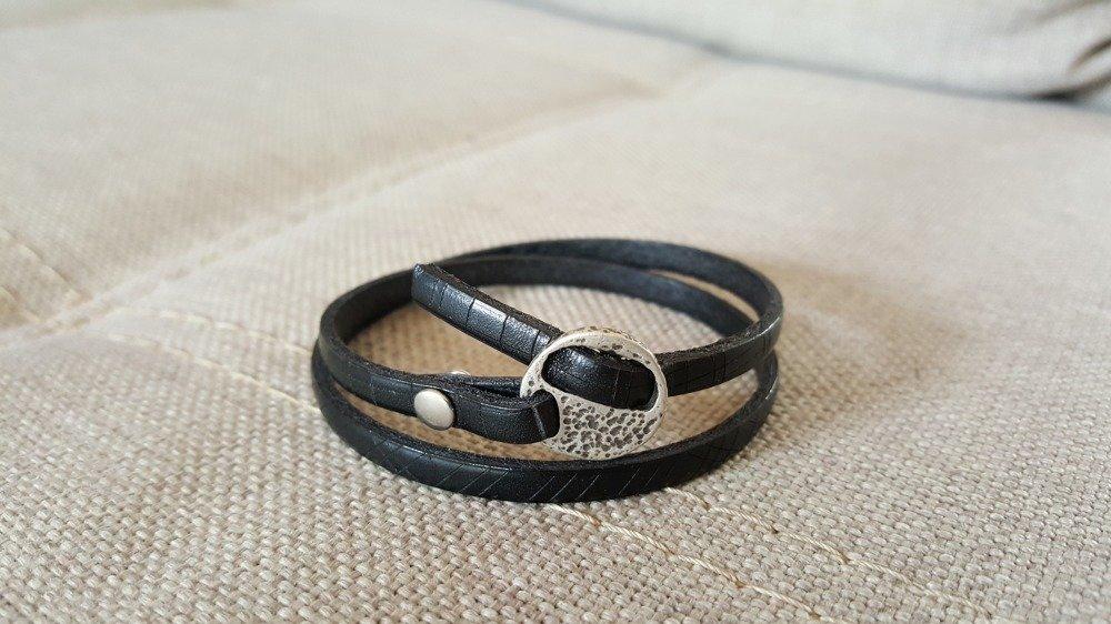 Bracelet en cuir gravé noir fermoir passant argent