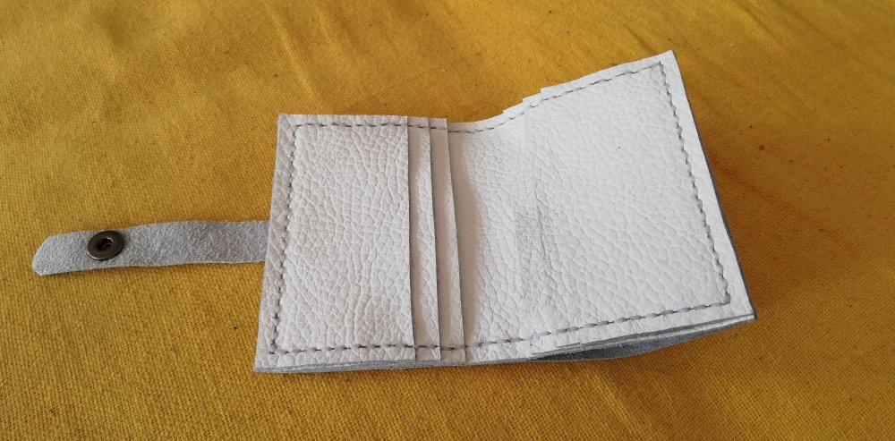 Porte cartes en cuir blanc fermeture pression