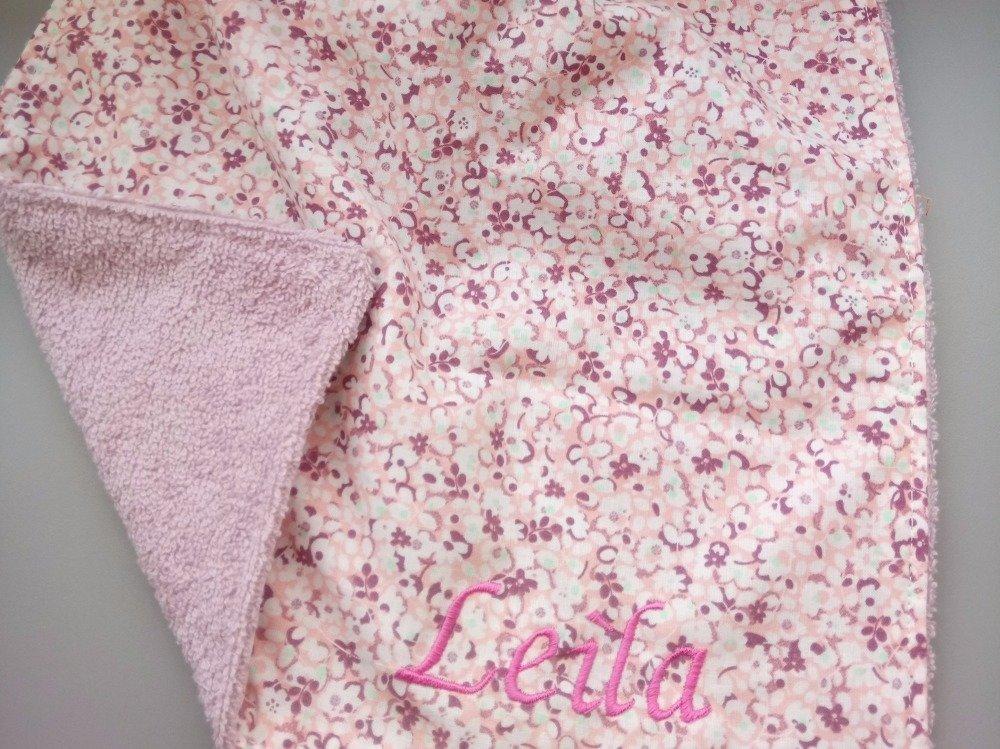 serviette de table / bavoir élastique personnalisée avec broderie prénom
