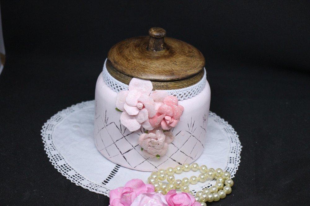 Pot à coton ou bonbonnière esprit shabby chic