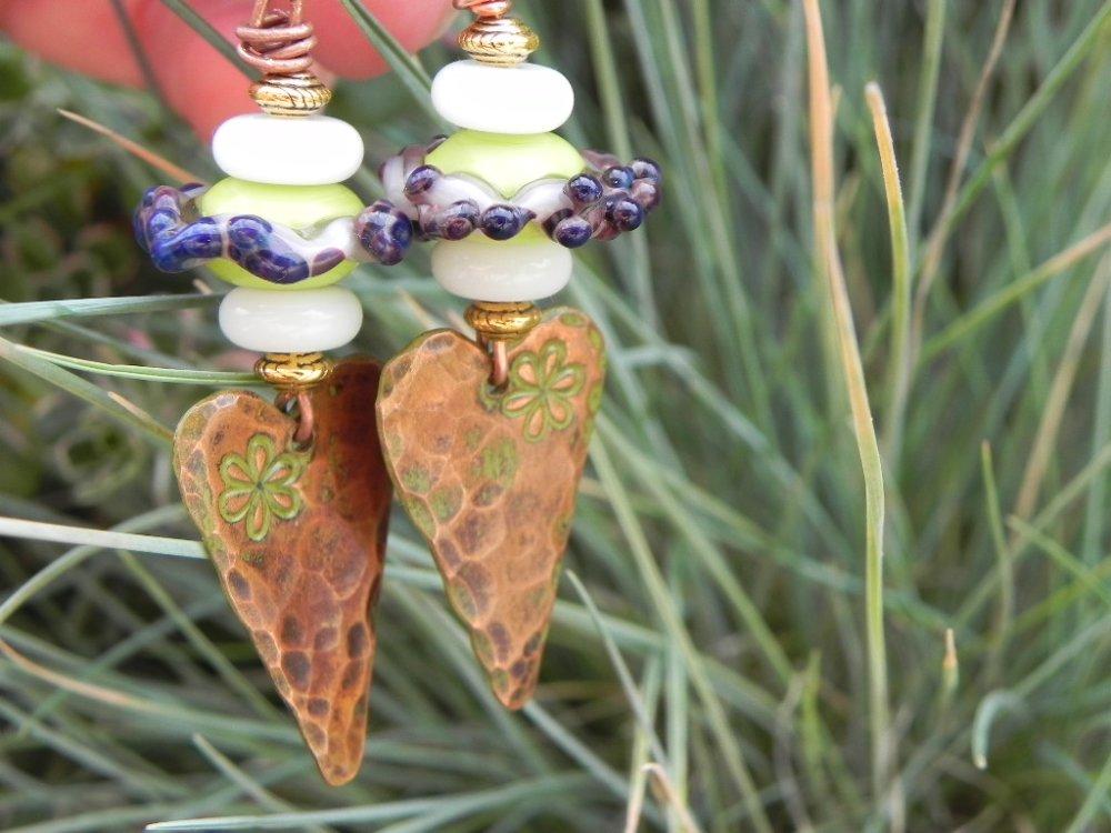 Jolies boucles artisanales mélange de cuivre et verre
