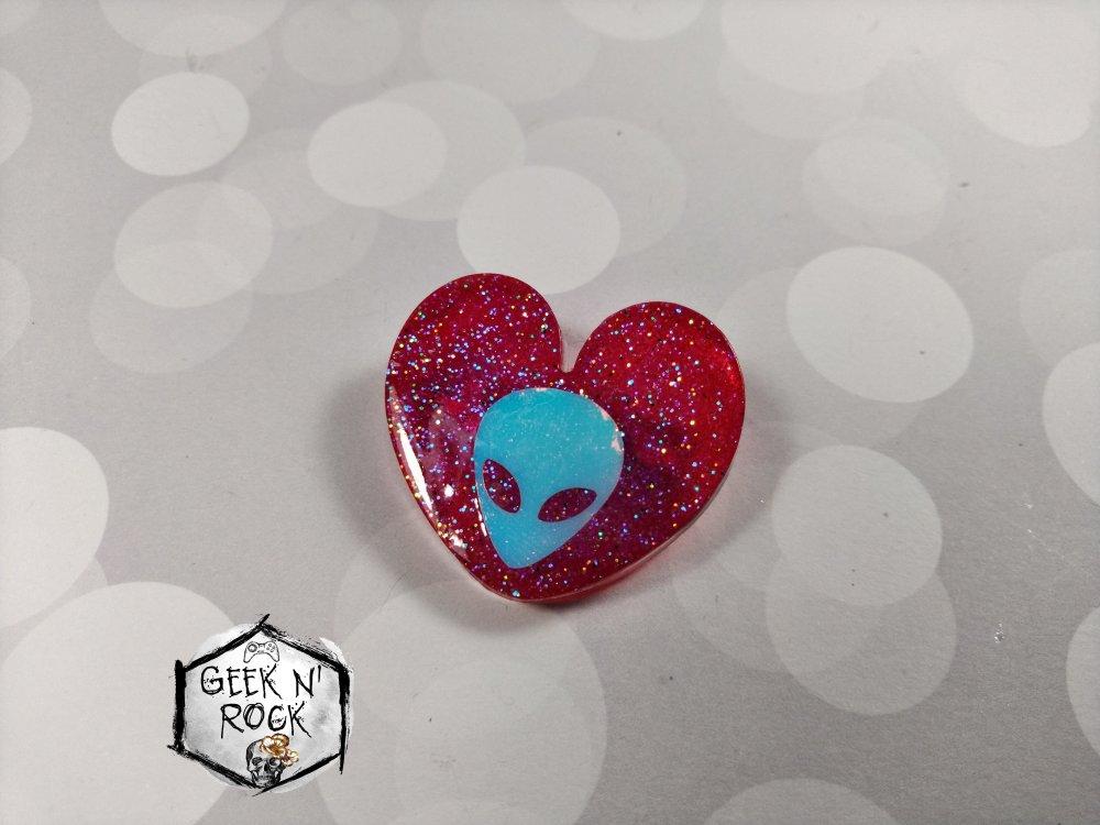 Broche coeur rose galaxie espace alien