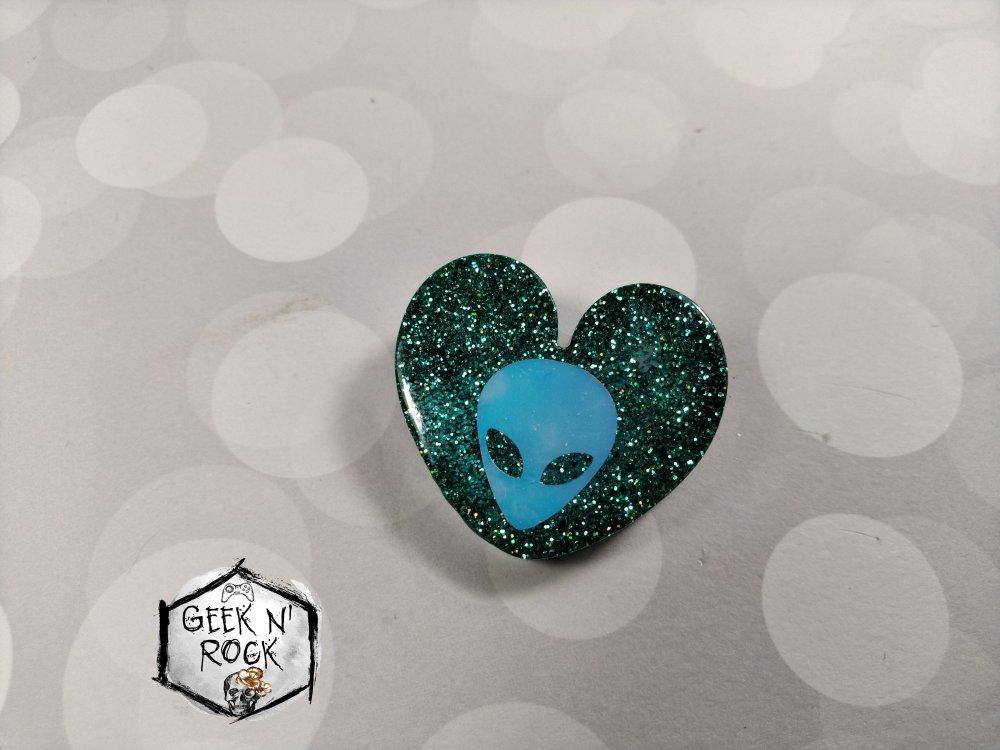 Broche coeur vert galaxie espace alien