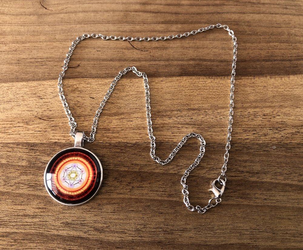 Pendentif collier Métatron orange  vendue avec la chaîne en métal.