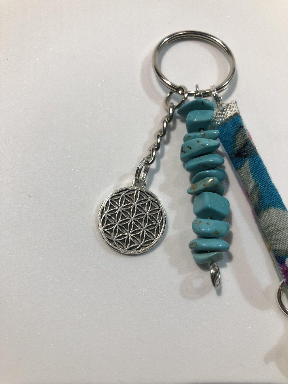 Porte-clés en pierre naturelle teintée Turquoise, aide à la communication.