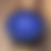 Plaque 6.50cm en shungite, graine de vie en recto, et fleur de vie au verso. symbole de renouveau. bleu foncé, chakra 3ième œil