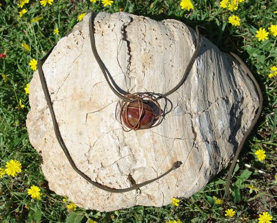 Collier pierre naturelle enveloppée de fil de cuivre