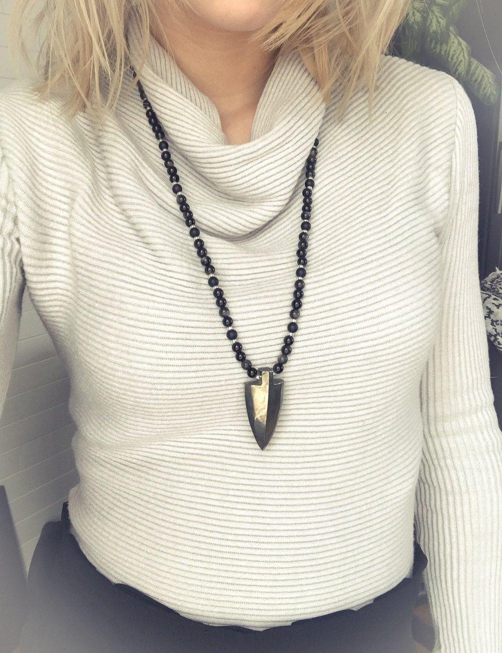 collier sautoir EVAN, flèche tribale en Pyrite, perles Obsidienne