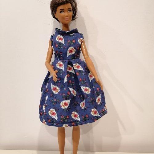 Robe bleue pour barbie