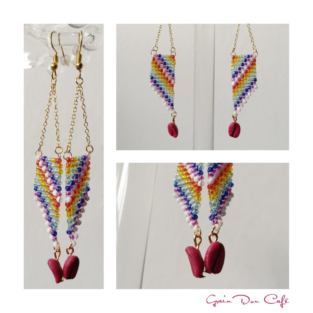 Boucles d'oreilles pendantes chaînes dorées, ailes multicolores tissées et grain de café magenta
