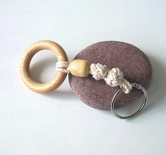 Porte-clés  noeud marin avec perle et anneau de bois
