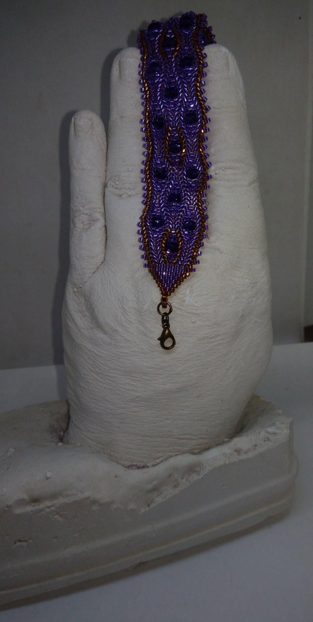 Bracelet tissé à l'aiguille violet et bronze