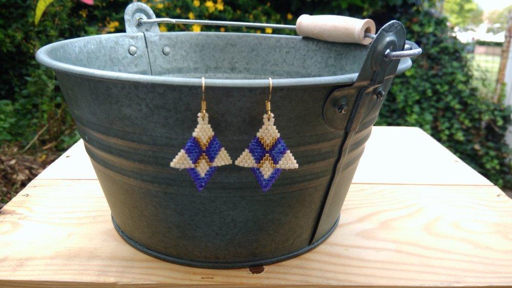 Boucles d'oreille tissées à l'aiguille marine, créme et or