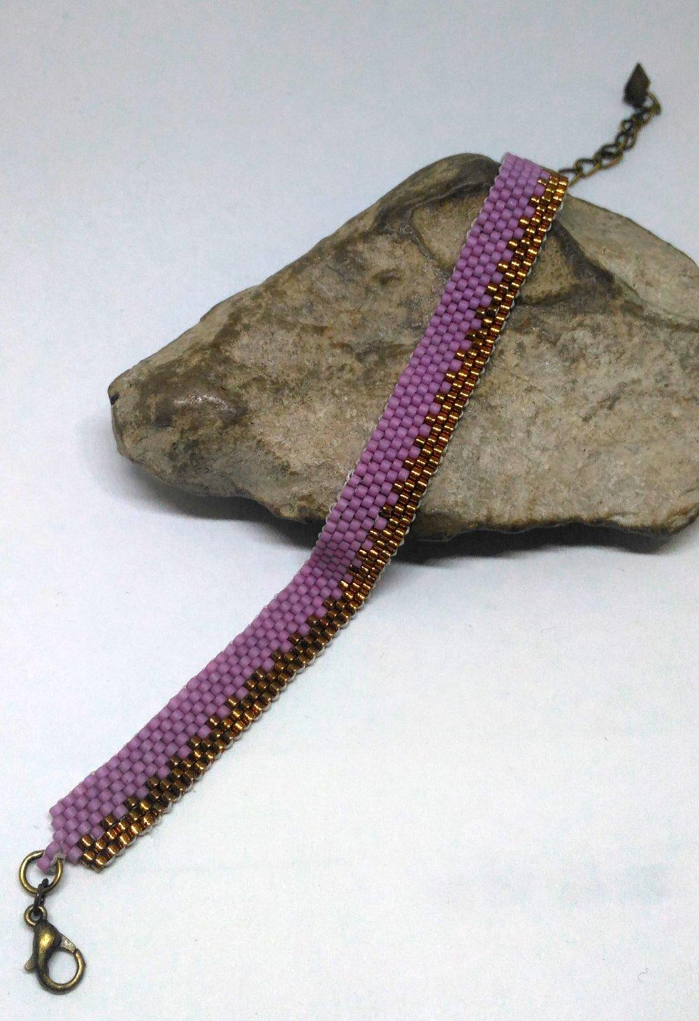 Bracelet tissé à l'aiguille rose et bronze
