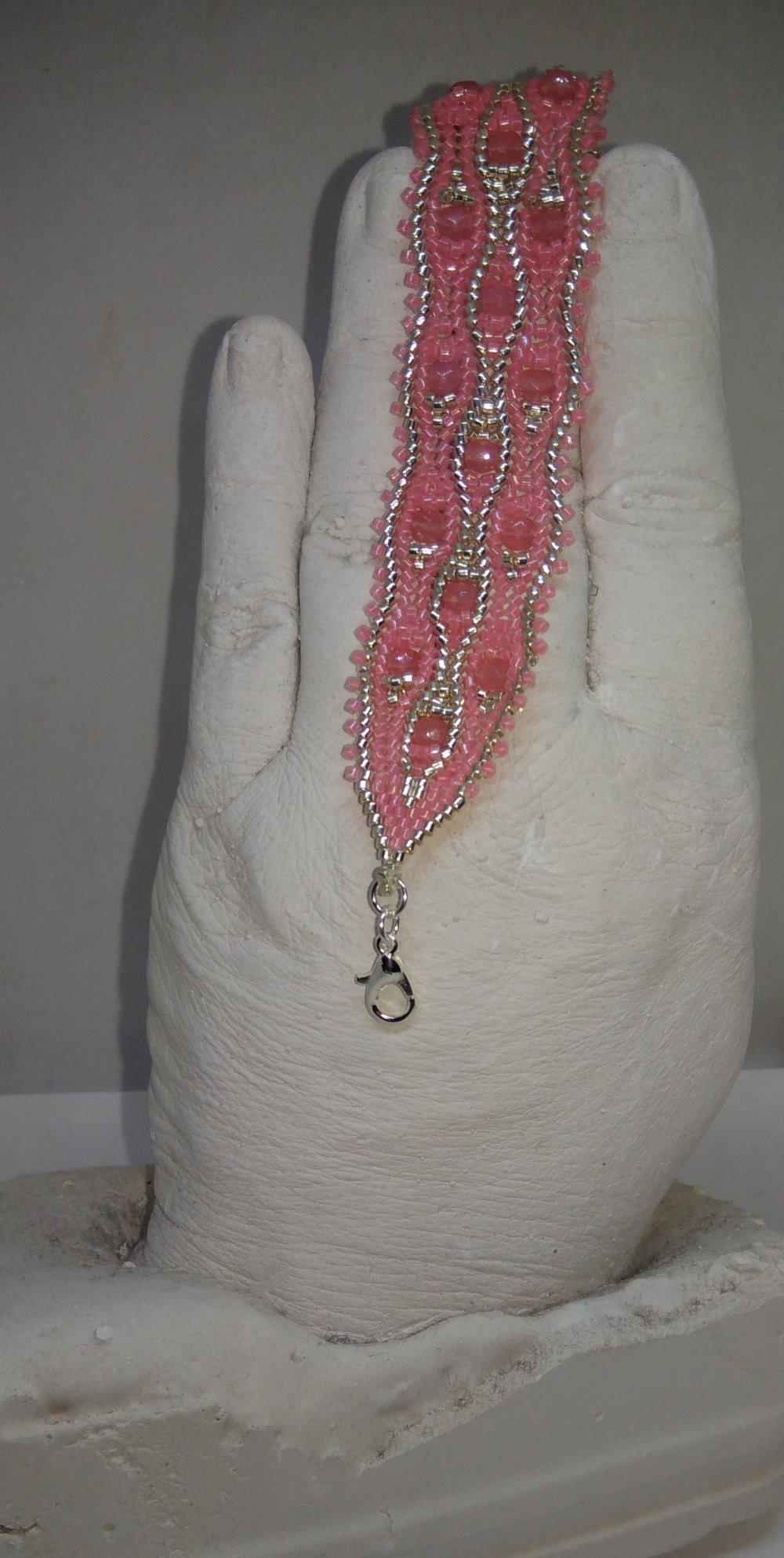Bracelet tissé à l'aiguille rose et argent
