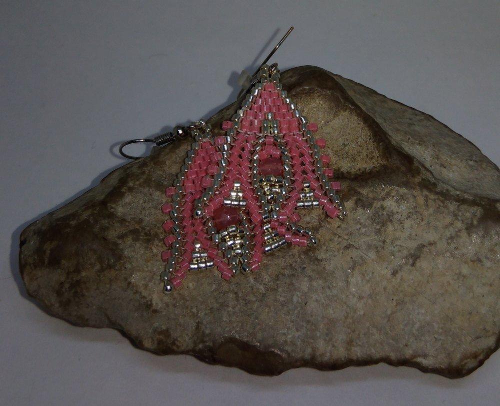 Boucles d'oreilles tissées à l'aiguille rose et argent