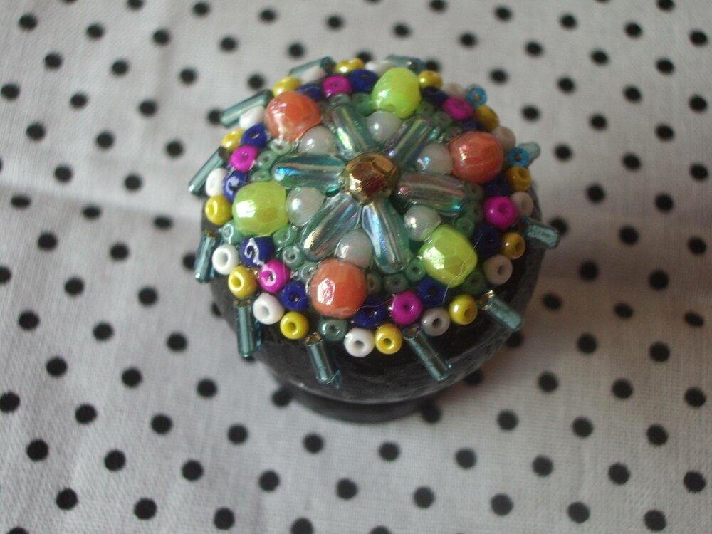 poignée de meuble décorée de perles formant un mandala, art Gwenda'ailes