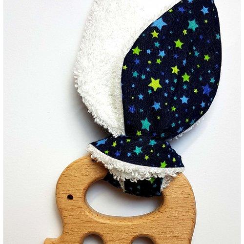 Anneau de dentition / hochet en bois oreille de lapin 'douce nuit bleu'