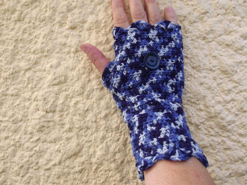 jolies mitaines bleues au crochet - modèle unique