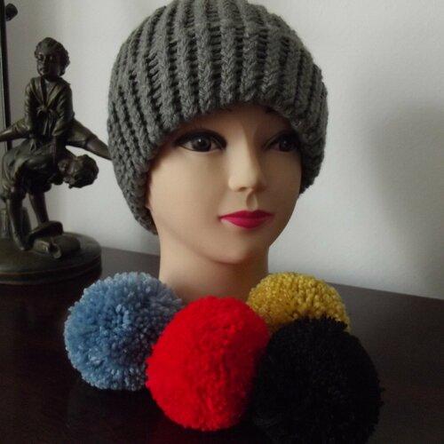 Bonnet gris fait main en laine acrylique - avec ou sans pompon