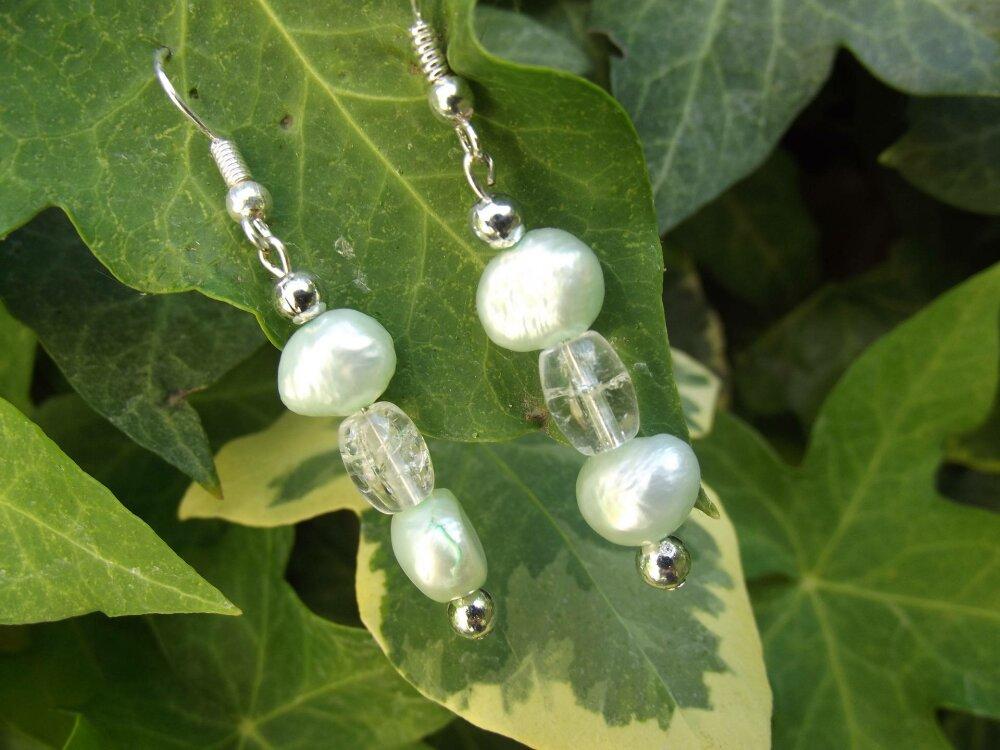 jolies boucles d'oreille couleur vert d'eau