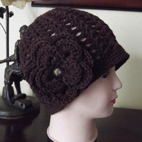 Bonnet style rétro couleur chocolat en laine