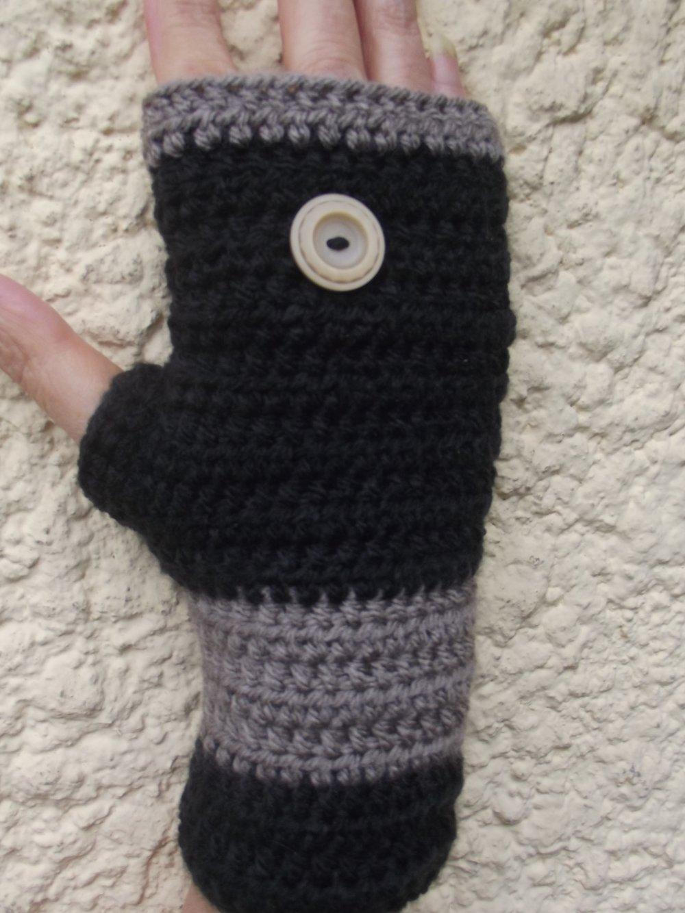 mitaines noires et beige femme réalisées au crochet en laine acrylique