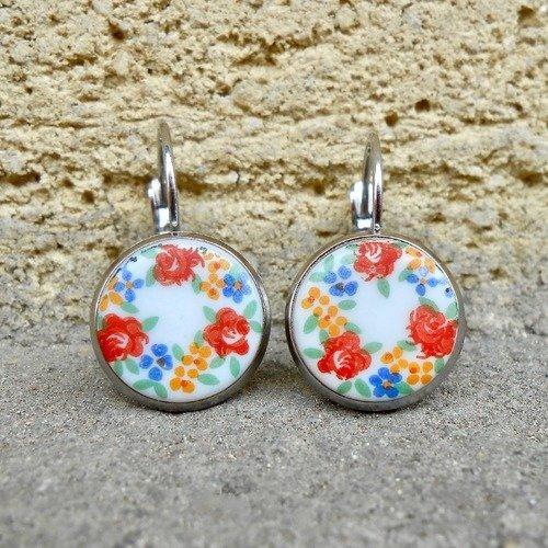 Bijou boucles d'oreilles dormeuses rétro argent à cabochons floraux romantiques anciens en verre tchèque opaque blanc et multicolore
