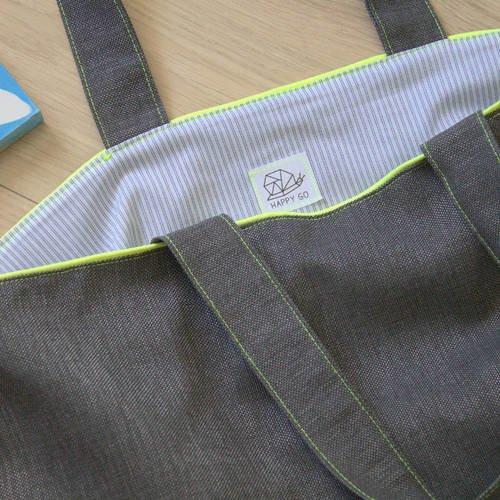 Grand sac cabas pratique gris foncé et jaune fluo, intérieur à rayures