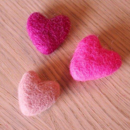 Broche coeur en laine feutrée