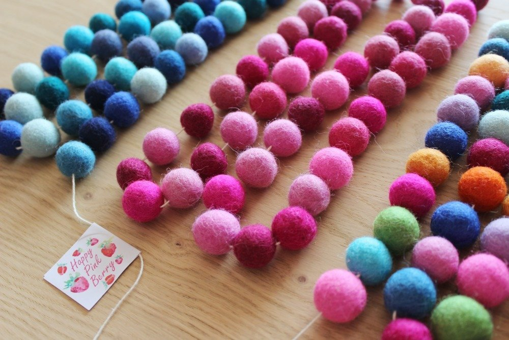 Guirlande pompons Roses Taille Moyenne