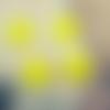 Lot de 4 perles fleurs arum lucite coloris jaune
