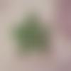 Breloque filigranes en laiton coloris kaki forme toile d'araignée