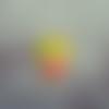 Cabochon en résine en forme de jeune fille coloris jaune