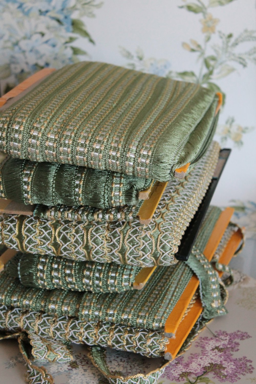 Galon de passementerie vert, jaune et ivoire, bordure d'abat jour,ornement rideau,galon vert clair à franges,passementerie française,2429