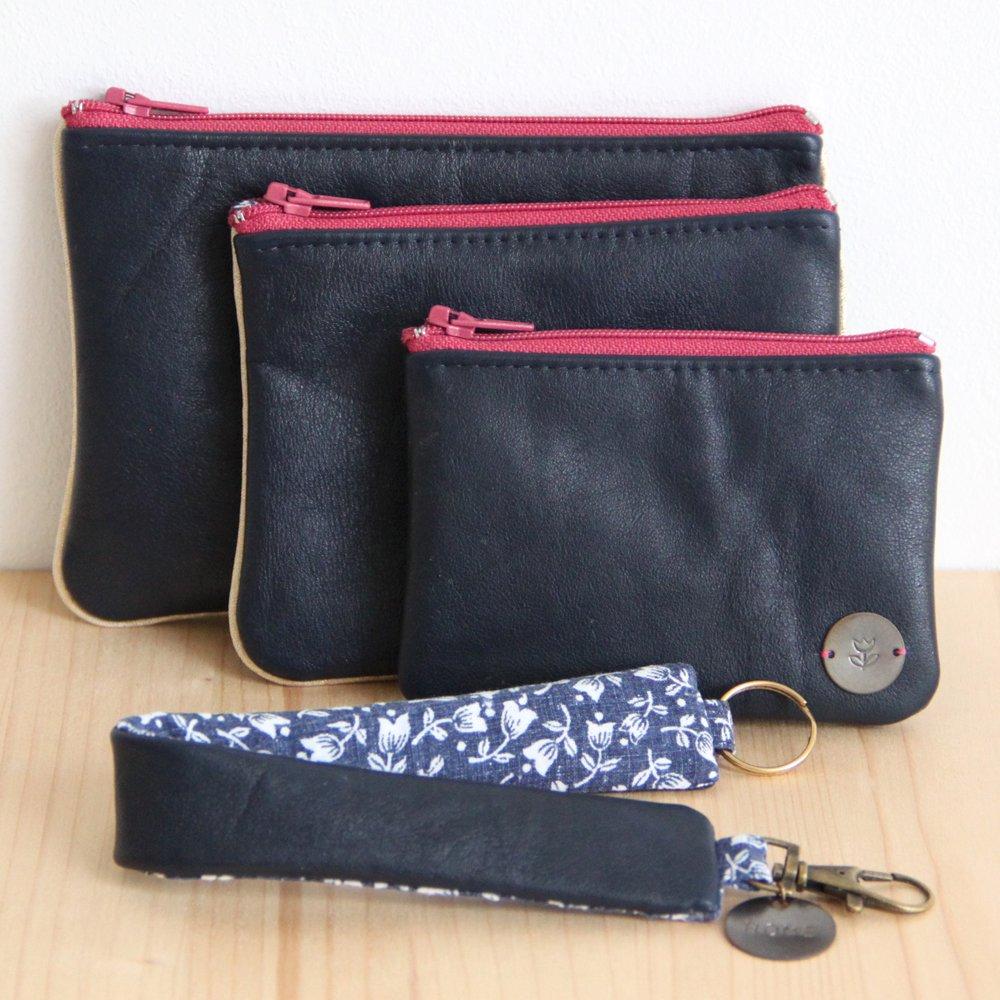 Pochette zippée en cuir bleu marine recyclé