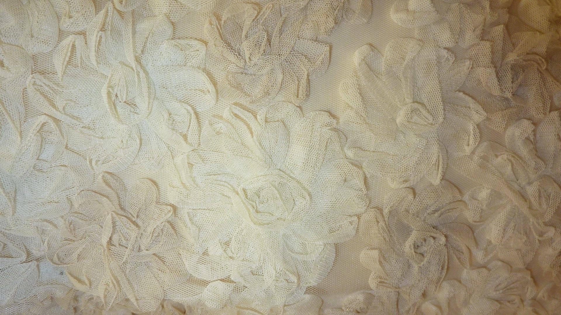 Tulle brodé de fleurs en tulle bis-colore dans une harmonie de beige