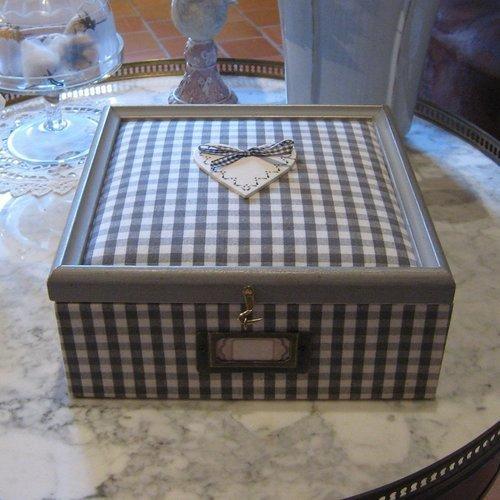 Vide atelier : boîte à bijoux, coffret, cartonnage et tissu vichy gris et blanc
