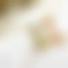 """Collier ras de cou rétro steampunk résine goutte fleurs séchées bleu turquoise métal doré laiton, """"flore"""""""