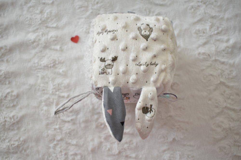 Cube d'éveil sensoriel avec tissus Certifié OEKO-TEX®, cadeau de naissance, petits animaux
