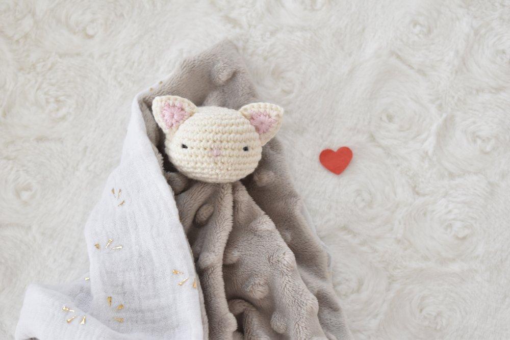 Doudou plat chat coton bio, peluche lapin fait main, peluche, cadeau naissance, batpeme
