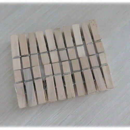 20 petites pinces à linge en bois