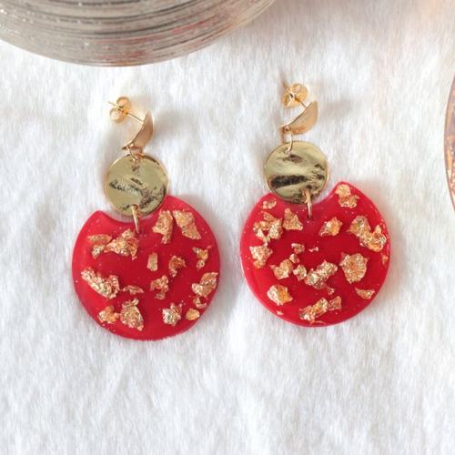 """Boucles d'oreilles colorées  """"mona"""" en résine rouge et or"""
