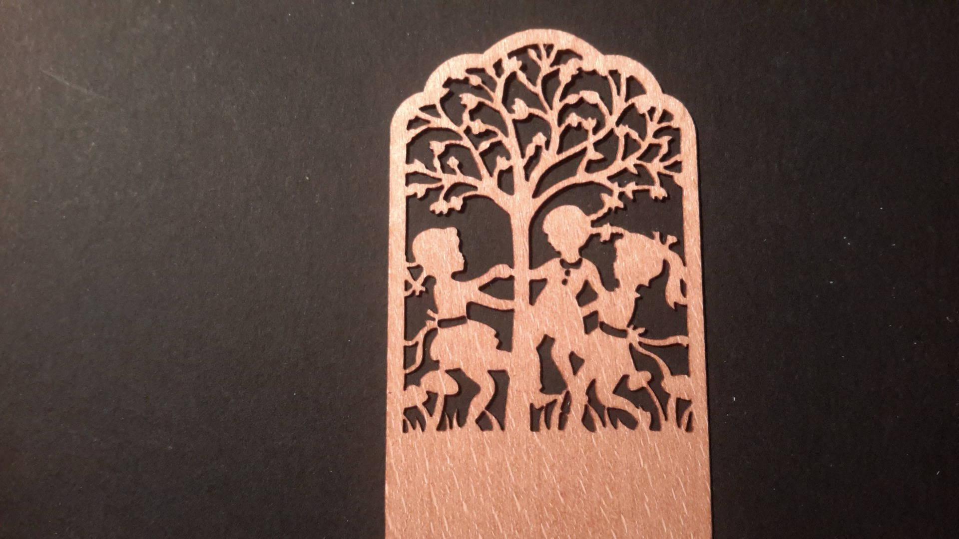 Marque-pages en bois fin, filigrane, embellissement, découpe bois, petit cadeau. Home déco, loisirs créatifs.
