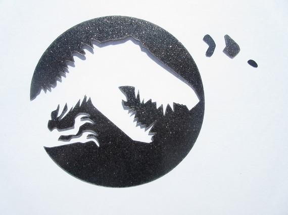 Appliqué thermocollant dinosaure T-Rex de Jurassik park en tissu irisé noir.