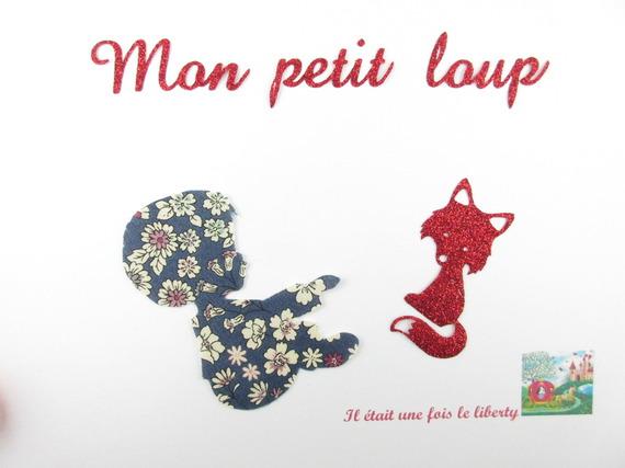 "Appliqués thermocollants Petit garçon ""Mon petit loup"" en liberty Lecien bleu marine."