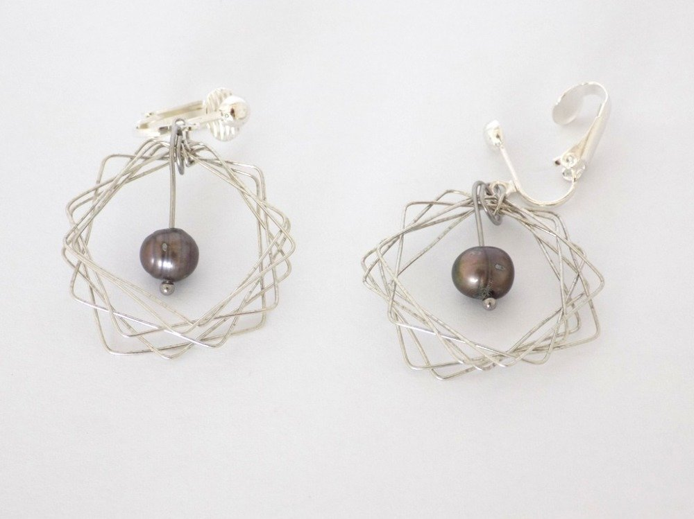 Boucles clips argentés multicarrés perle de Tahiti