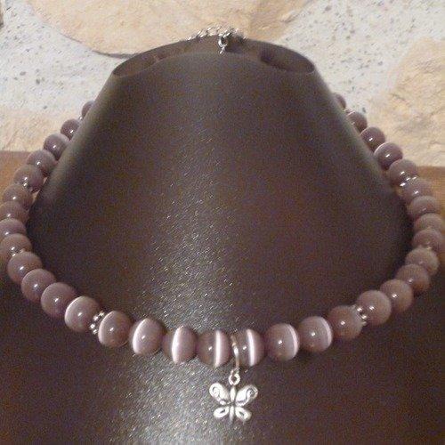 Collier en perle de verre couleur mauve