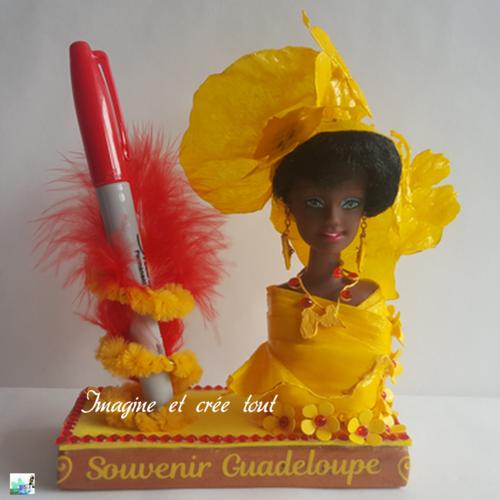 Tête de poupée porte crayon, stylo, feutre, en papier crépon jaune (vendu sans le feutre)